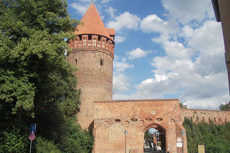 Burgturm mit Burgtor